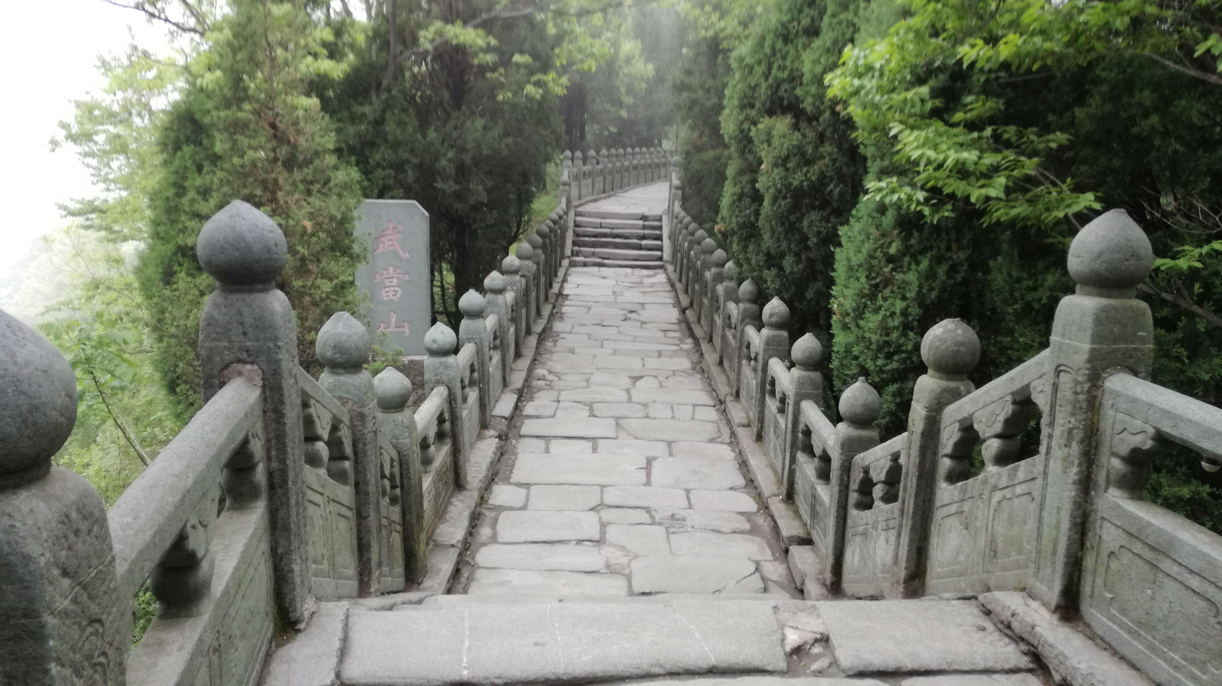 montagne-sacrées-passerelle-taoiste